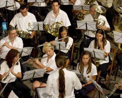 Actuació de la Banda, el Cor i Sedans 2013